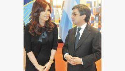 """Defendió a su """"amigo"""" Chávez y sorprendió al asegurar que habla """"muchísimo"""" con los periodistas"""