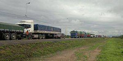 """Cortes de rutas: Advierten """"maniobras políticas"""" detrás de todos los reclamos"""