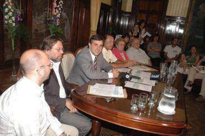 Carignano entregó subsidios a productores por la sequía