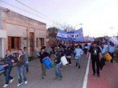 Carhué: Municipales protestaron contra el Intendente David Hirtz