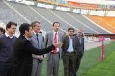 La Plata: Bruera y el embajador de Nueva Zelandia recorrieron el Estadio Único