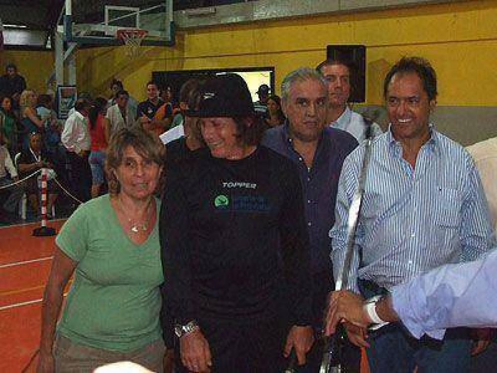 LOMAS   NUEVA VISITA DEL GOBERNADOR    Scioli recorrió obras y asistió a una clínica de tenis de Vilas
