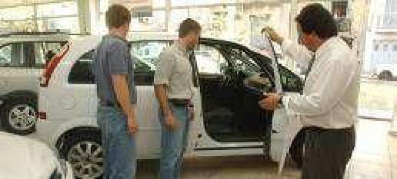 Las concesionarias de Santa Fe pierden ventas por la carga fiscal