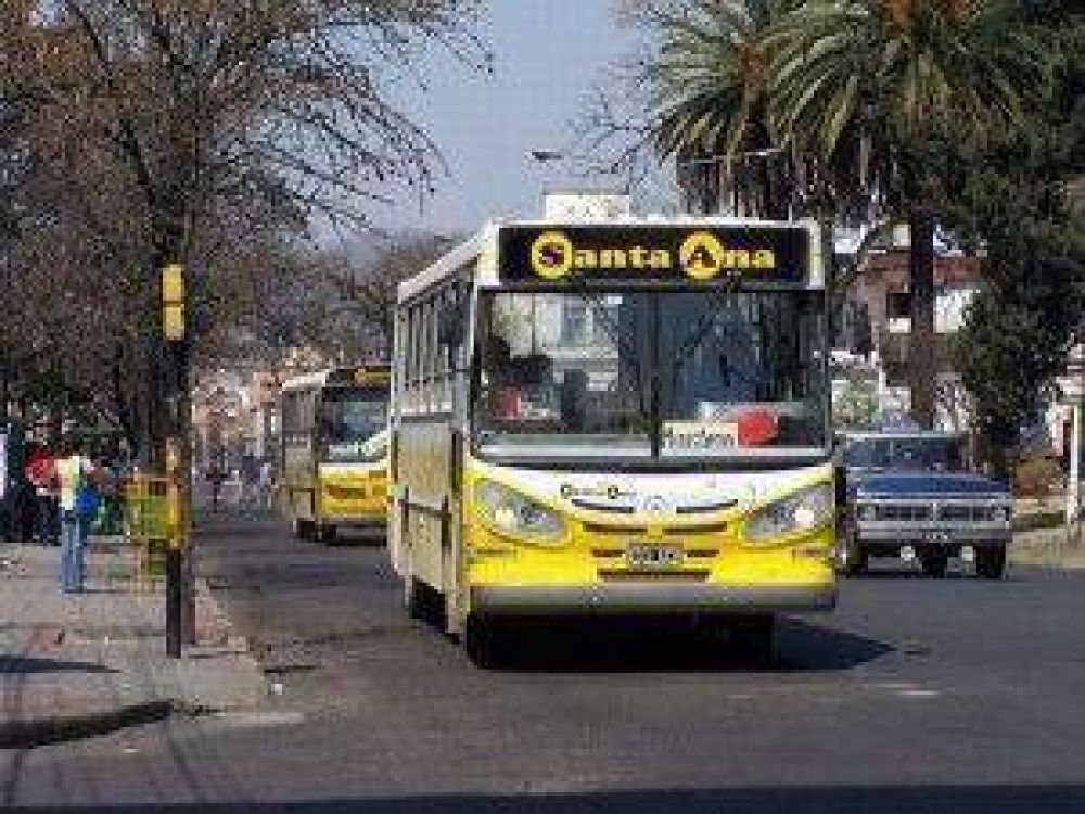 """Docentes de Jujuy señalan que un transporte gratuito para docentes y alumnos """"sería lo mejor que nos podría pasar"""""""
