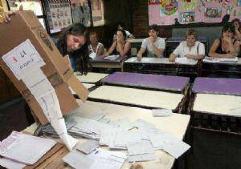 El adelantamiento de las elecciones divide aguas entre el Confe y la UCR