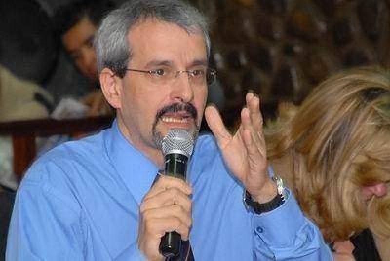 """""""Esto indica la debilidad institucional de la República""""."""