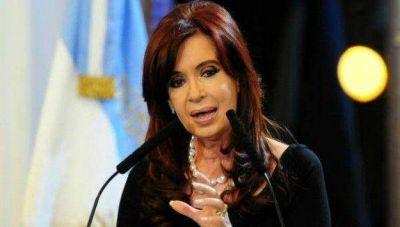 Cristina Kirchner llegó a Perú para asistir a la Cumbre de presidentes de América del Sur y Países Arabes