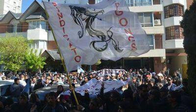"""Negociación Estancada: Los """"Dragones"""" amenazan con un paro total de actividades"""