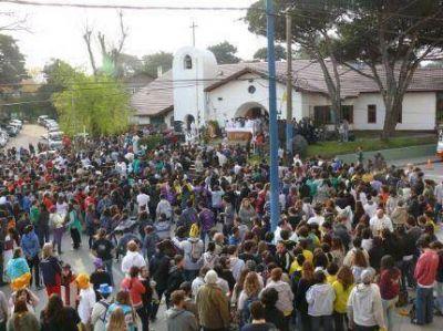 Ochocientos jóvenes católicos se congregaron en Villa Gesell