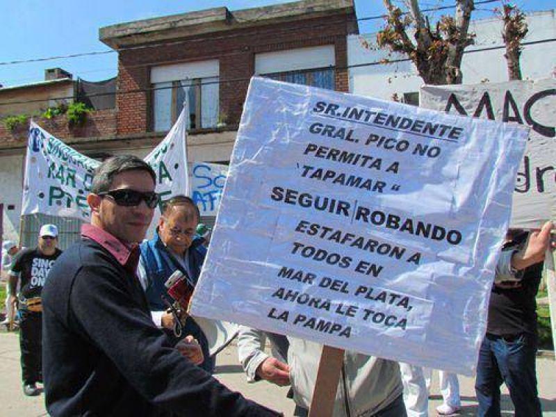 Pasteleros realizaron una manifestaci�n en las puertas de la empresa Tapamar