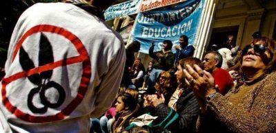 Provincia: Aseguran el pago a docentes y los trabajadores ahora cuestionan a Mariotto