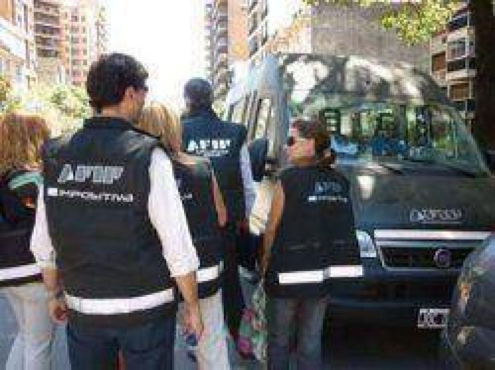 Dos aduaneros detenidos en Corrientes por presunto lavado de dinero y evasión
