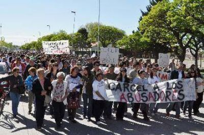 Masiva marcha en R�o Colorado contra abusos