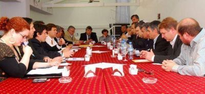La oposición se une y amenaza a Scioli con no votarle el impuestazo