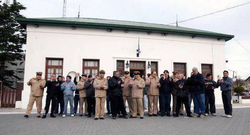 Personal de Prefectura de Santa Cruz, se pleg� al autoacuartelamiento