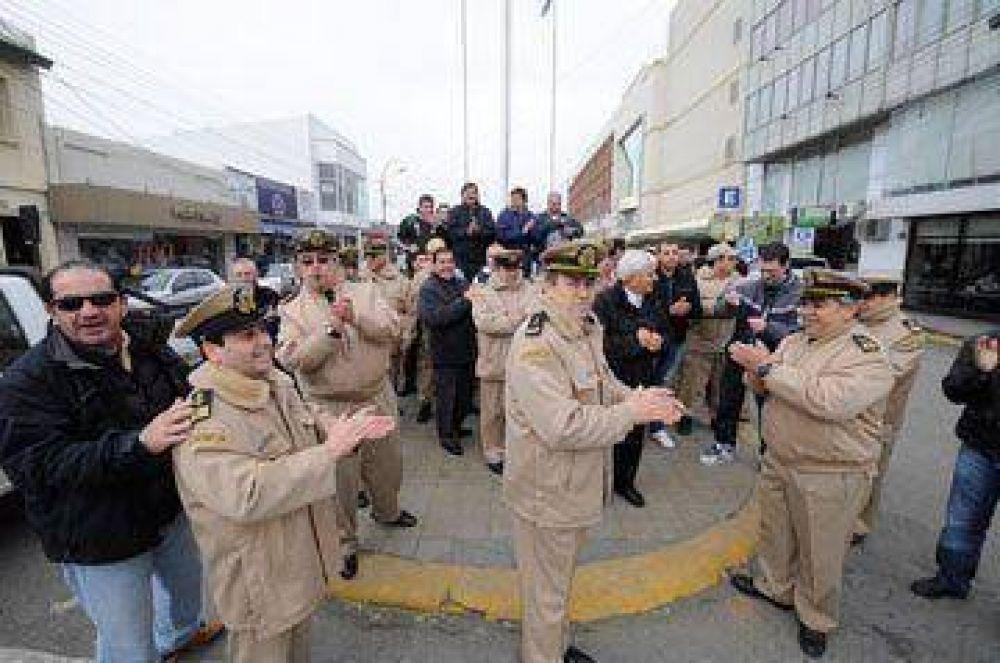 Prefectos protestaron en el centro de Río Gallegos