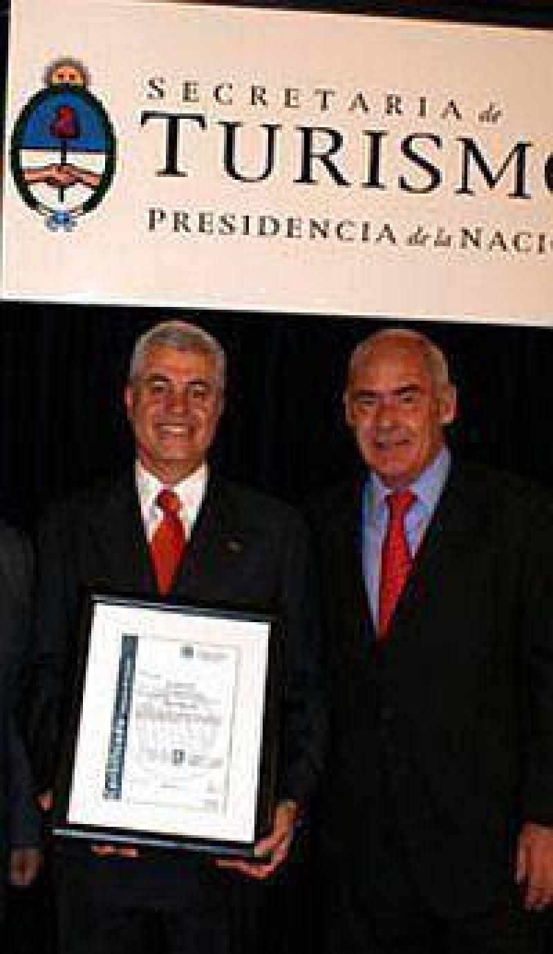 Discotecas de Bariloche reciben certificados de seguridad y calidad.