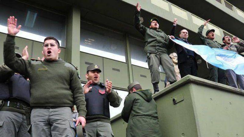 Gendarmes y prefectos protestaron en Entre Ríos contra el recorte salarial