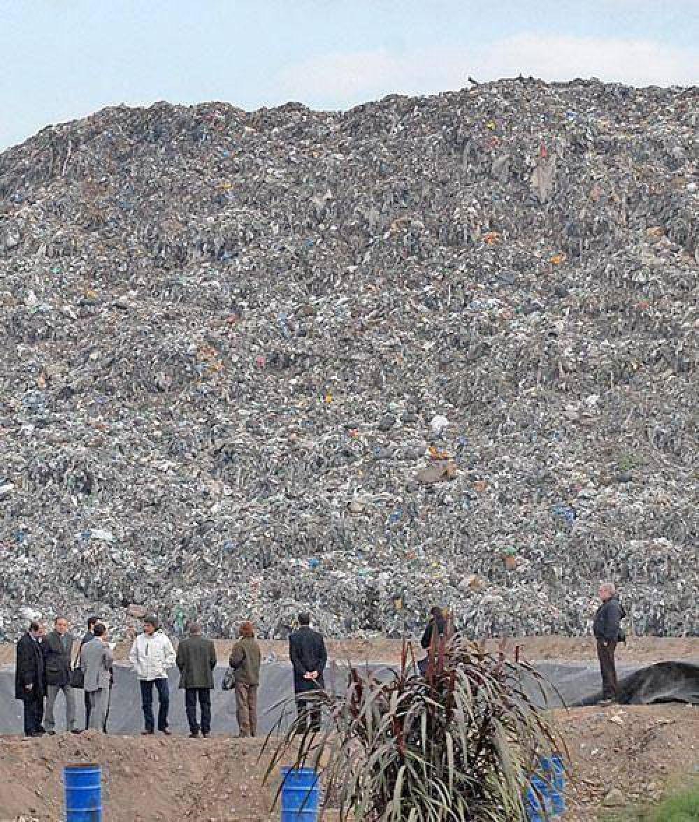 El alperovichismo cambia otra vez la política sobre residuos.