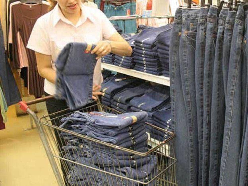 Desde noviembre los empleados de comercio tendrán un aumento de 9%