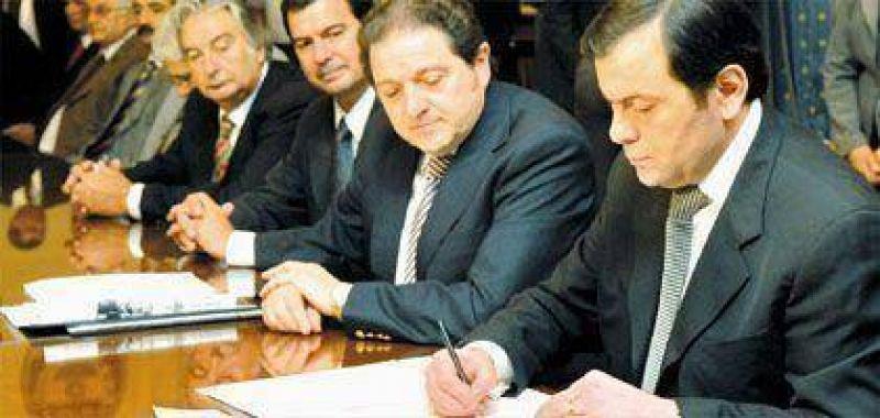 Bibiloni y Zamora firmaron ayer convenios ambientales-econ�micos.