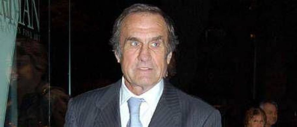 Confirman que Reutemann votará en contra de adelantar los comicios y desmienten cercanía a Rossi