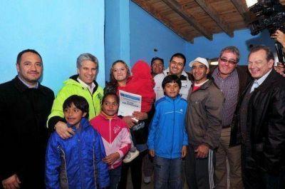Justicia Social: Poggi entregó viviendas del Plan Solidaridad en la ciudad de San Luis