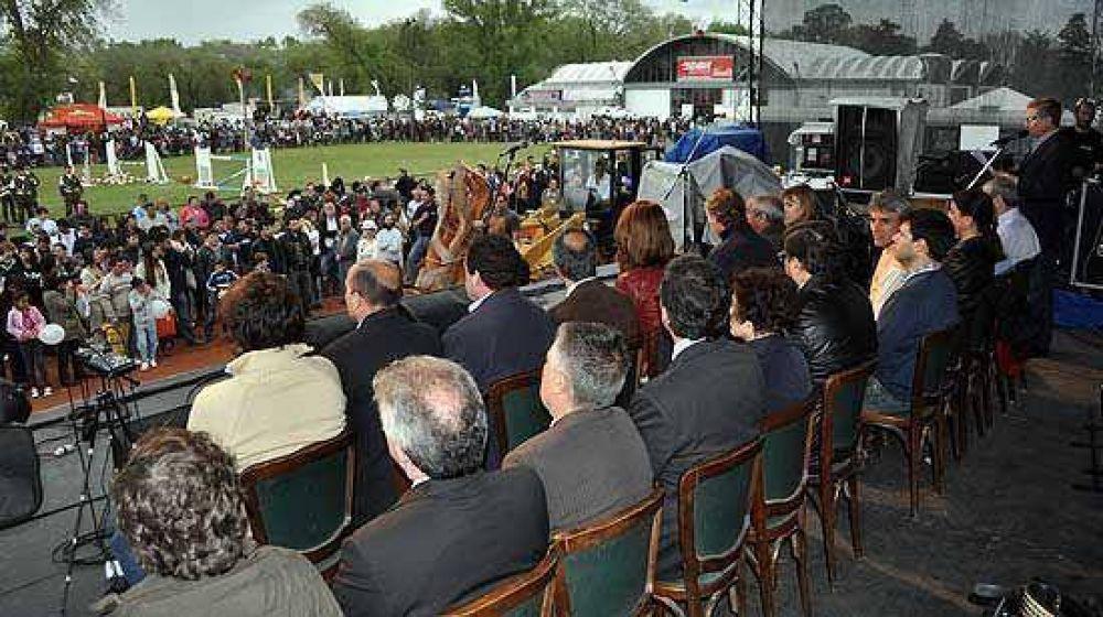 Con reclamos al Municipio pero en un tono más conciliador, se inauguró la Expo 2012
