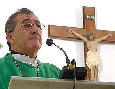 Obispo de Posadas pide que intervenga la justicia y el INADI tras pintadas en la Catedral