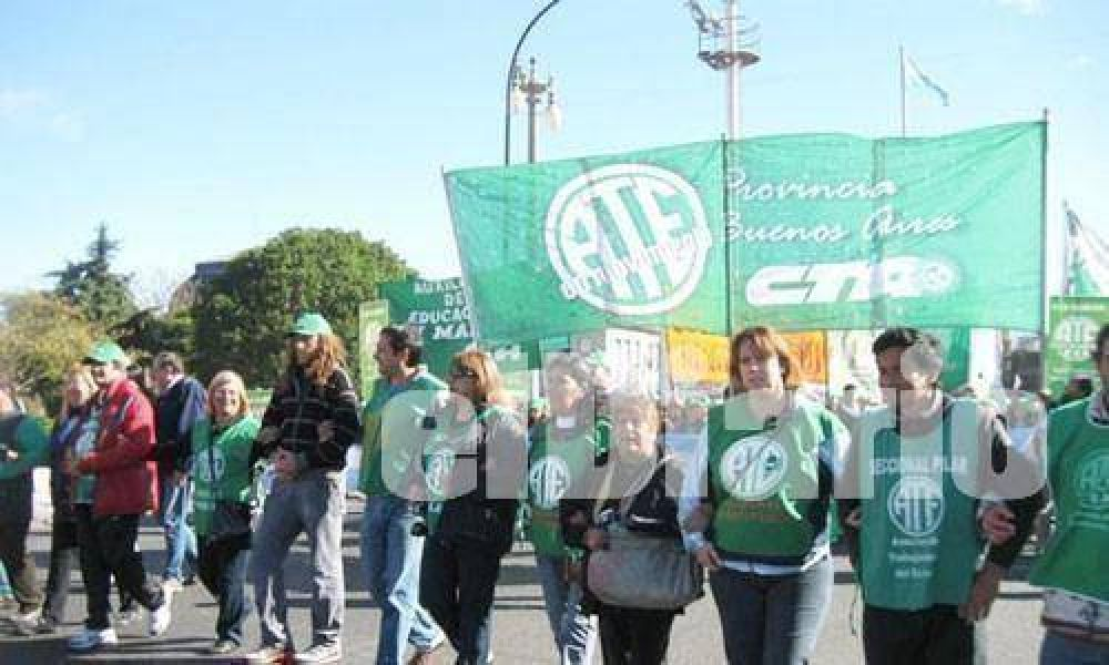 Afiliados de ATE Pilar se movilizan a Plaza de Mayo