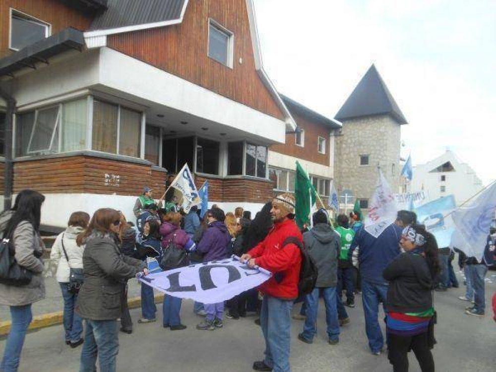 La CTA en Tierra del Fuego hizo una marcha con petitorios a la gobernadora y legisladores