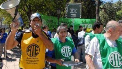 ATE vuelve al reclamo por el aumento salarial