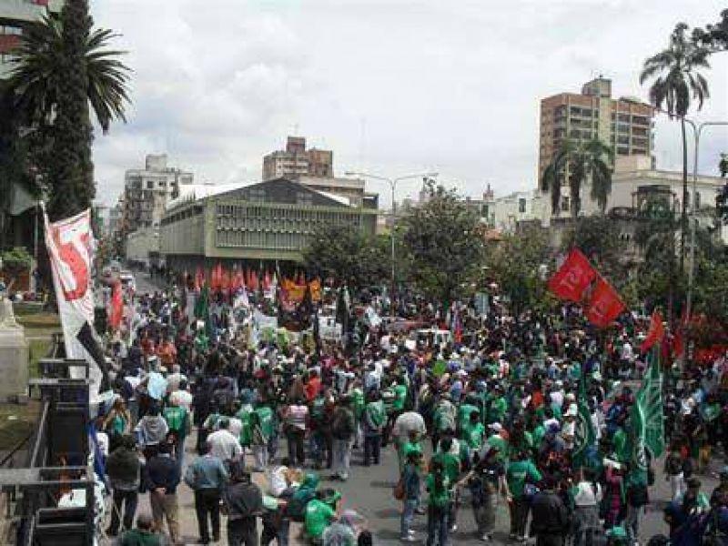 Trabajadores movilizaron  Por mejoras salariales