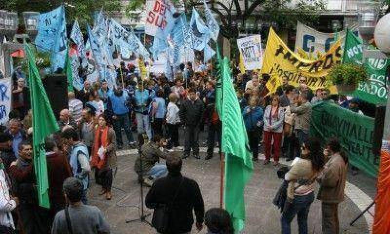 La multisectorial de Mendoza se adhirió al paro de CTA y hubo protesta