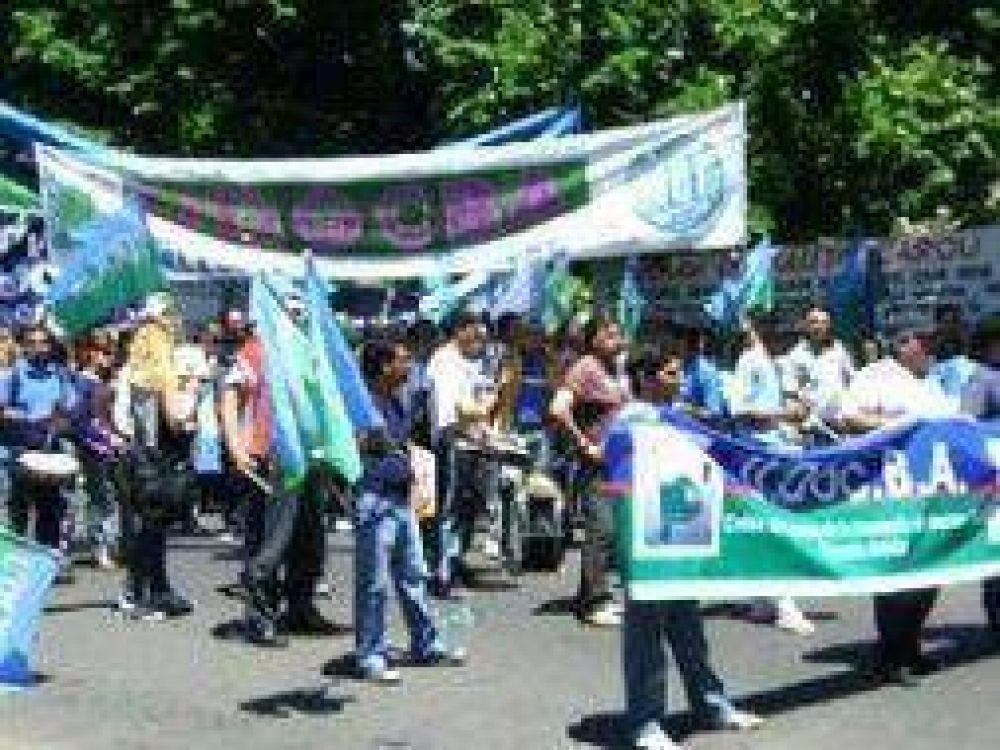Paro de docentes bonaerenses de UDOCBA por aumento salarial