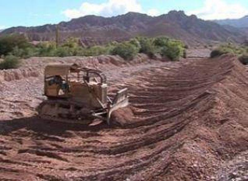 Una continua tarea de recursos hídricos en favor de los productores.