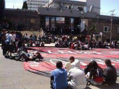 """Padres y alumnos de la EET N° 2 reclamaron en la Legislatura de Jujuy: """"los chicos sinceramente están cansados de tantas promesas sin cumplir"""""""
