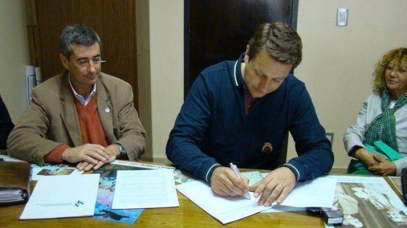 Firmaron convenio para trabajadores municipales