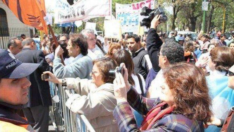Nueva marcha del SITAS en Leales por deficiencias en materia sanitaria