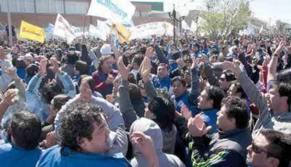 Hoy termina el paro de los petroleros de Chubut