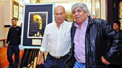 Con cr�ticas a los K, Moyano lanz� un grupo de intelectuales peronistas