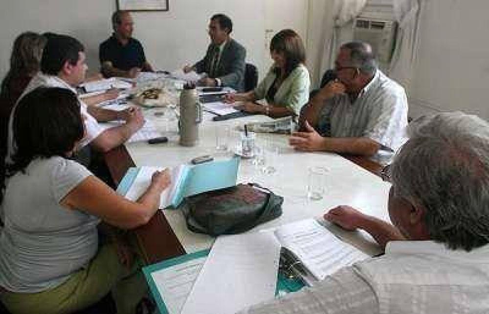 Picón sigue una semana más como presidente del Concejo.