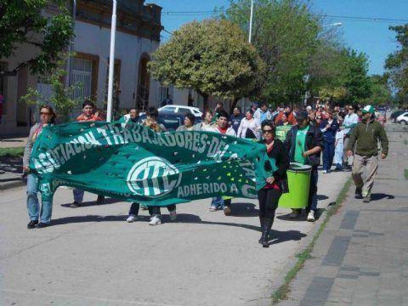Trabajadores de ATE y Cicop reclamaron en el Municipio