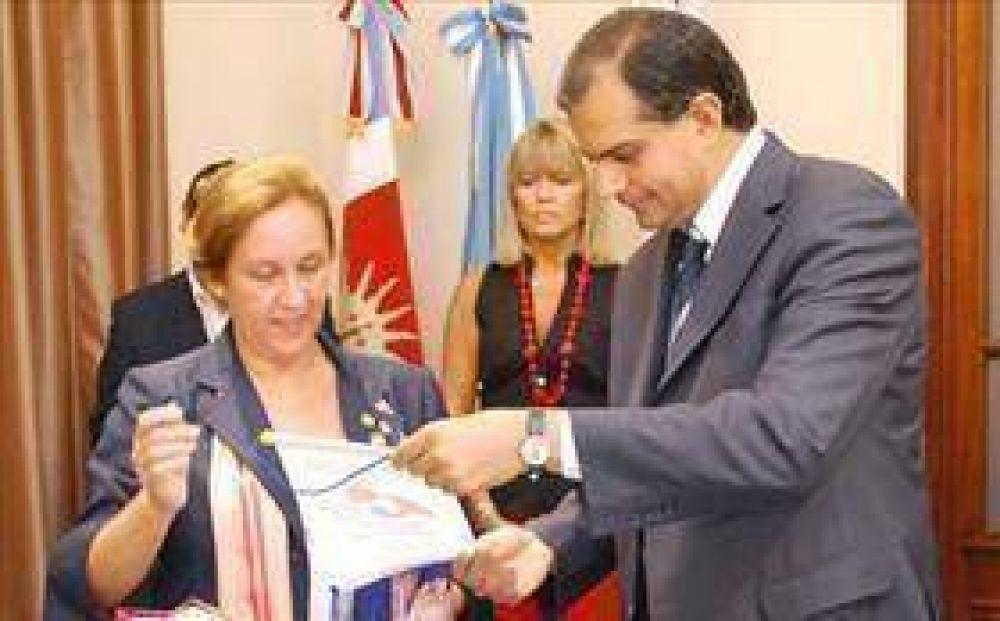 El intendente Alegre recibió a los rotarios.
