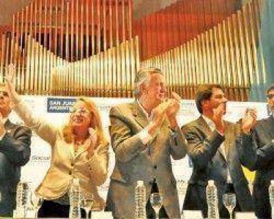 Con figuras internacionales abrieron el V Congreso de la Niñez