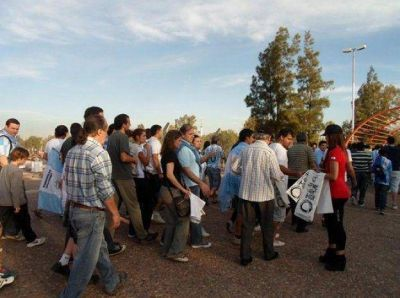 Carlos Paz repartió diez mil globos en el partido de la Selección en Mendoza