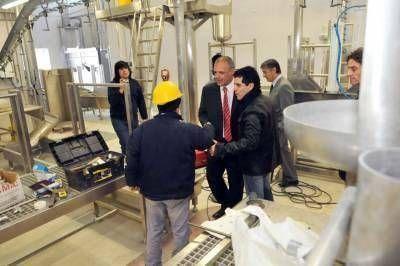 Buzzi firm� acuerdos para Gobernador Costa y recorri� obras en ejecuci�n