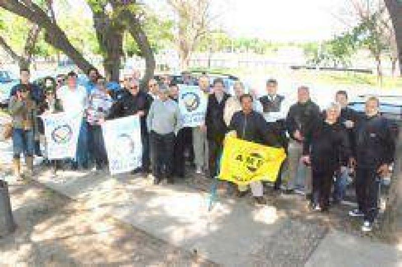 Los gremios fueron del Poli a la plaza en se�al de protesta
