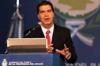 """Capitanich: """"Invito a mis colegas a emitir deuda en pesos, no podemos emitir en dólares"""""""