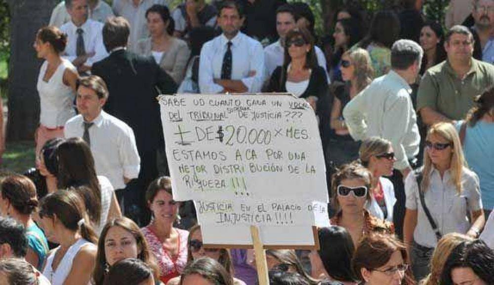 Judiciales de Capital rechazaron oferta salarial del TSJ y hoy define el interior